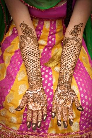 check and flower design mehndi