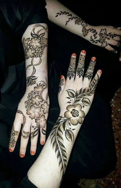Line of flower mehndi design