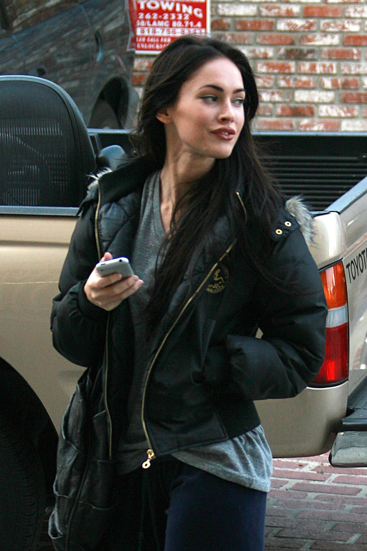 Megan Fox Without Makeup before driving