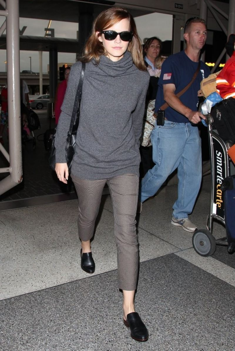 emma watson departure on airport with out make up